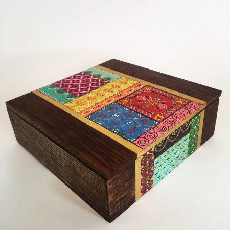 صندقچه تی بگ همراه با هنر نقاشی