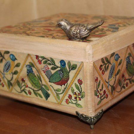 صندوقچه پایه دار طرح پرنده نمای کلی