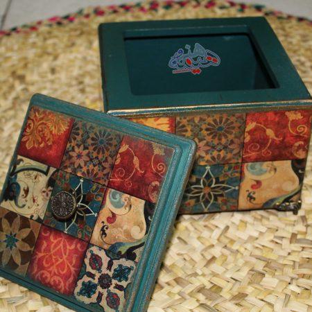 نمای داخلی شکلات خوری طرح مربع